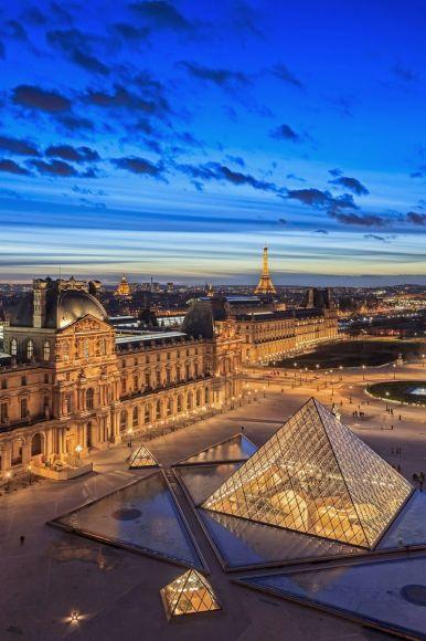 Musée et Pyramide du Louvre, Paris, France