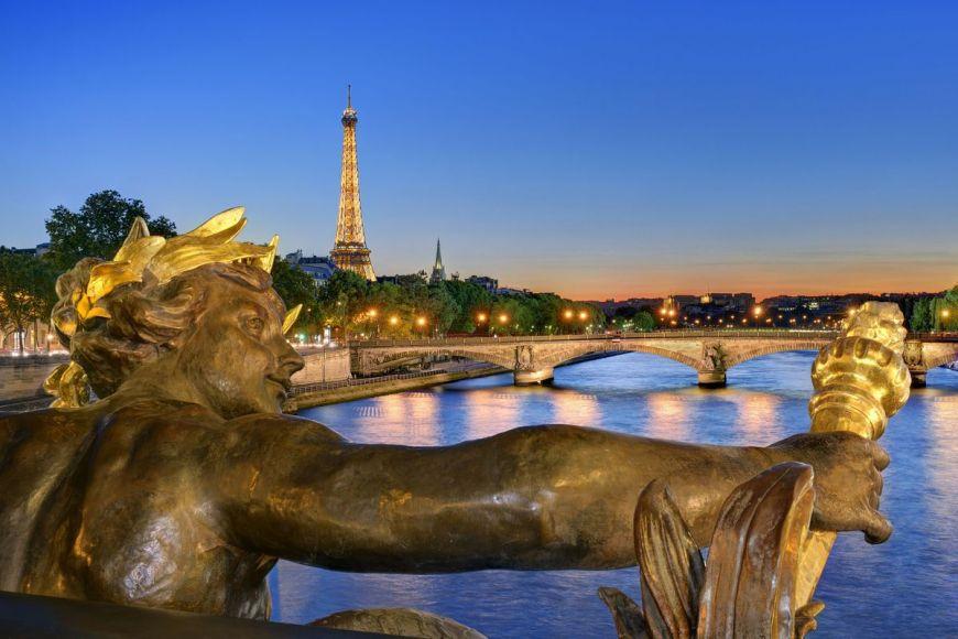 Statue de Nymphe, Paris, France